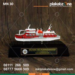 miniatur kapal pip makassar